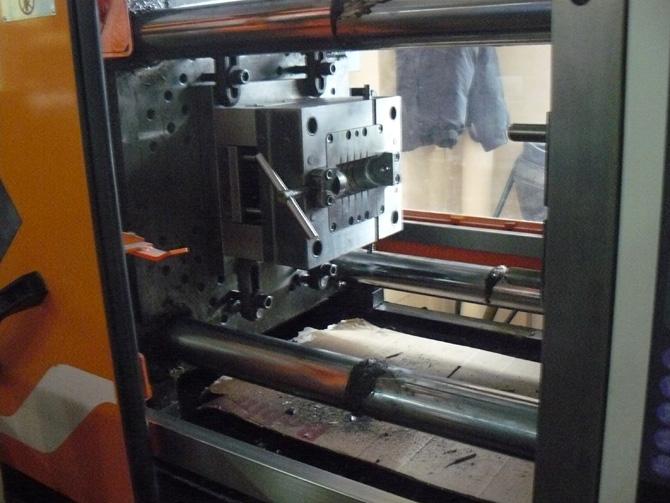 Пресс для изготовления корпуса ОПН с пластиковыми корпусами